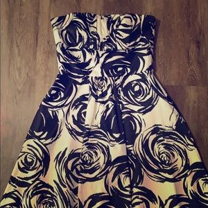Gorgeous White House Black Market dress